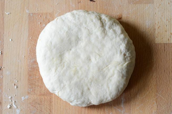 Ciasto do pizzy ze świeżymi drożdżami