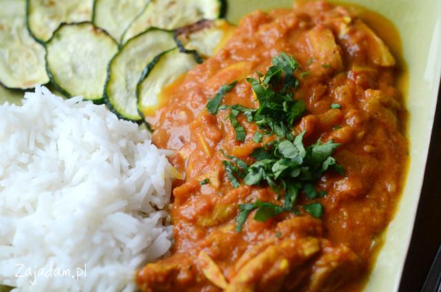 Curry z kurczaka z migdałami i pieczoną cukinią