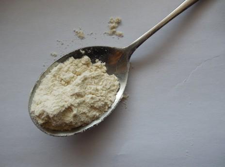 ile waży łyżka mąki?