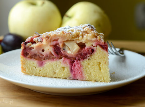 Ciasto ze śliwkami i jabłkami