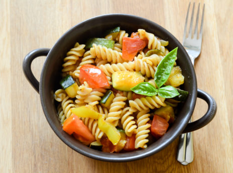 Makaron z cukinią i pomidorami