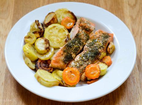 pomysl-na-szybki-obiad-warzywa-z-lososiem-przepis