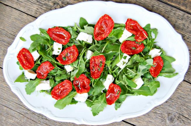 salatka-z-suszonymi-pomidorami-1