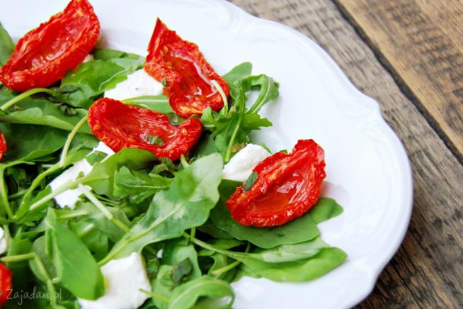 salatka-z-suszonymi-pomidorami-2