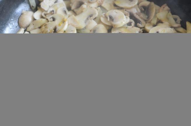 Makaron z pieczarkami w śmietanie