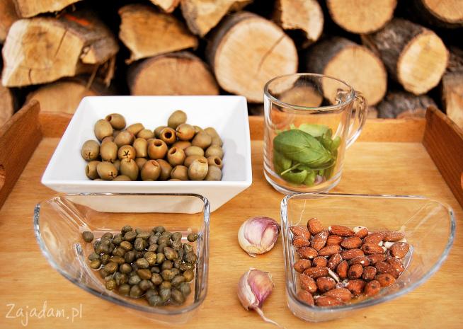 Tapenada, z oliwek, bazylii i migdałów