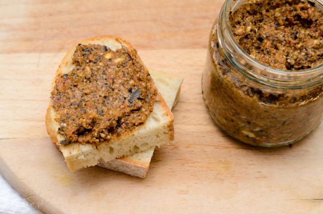 Pasta kanapkowa z czarnych oliwek i suszonych pomidorów