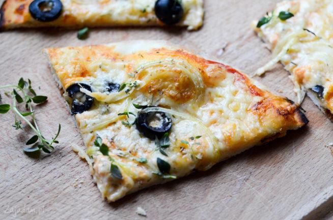 Pizza czosnkowo-cebulowa