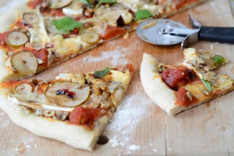 Pizza z gruszką i orzechami