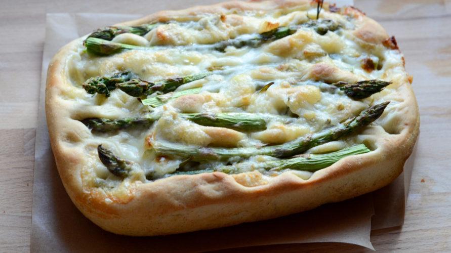 Pizza focaccia ze szparagami