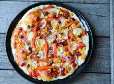 Pizza z kabanosem