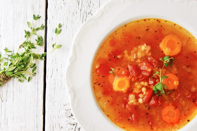Zupa z czerwoną soczewica