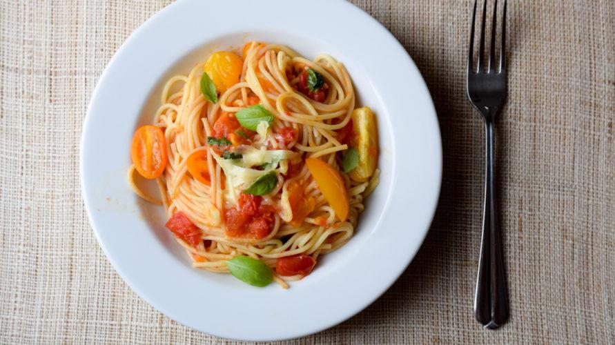 Makaron w świeżych pomidorach