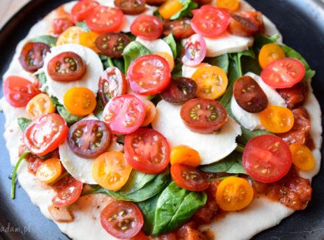 Pizza z pomidorkami