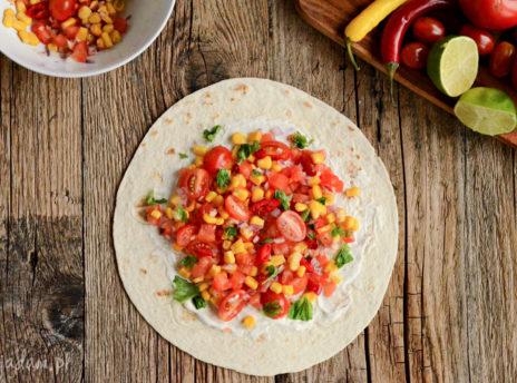 Tortilla z kolorowym nadzieniem
