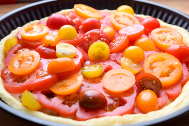 Tarta pomidorowa ze smażonym i gotowanym boczkiem