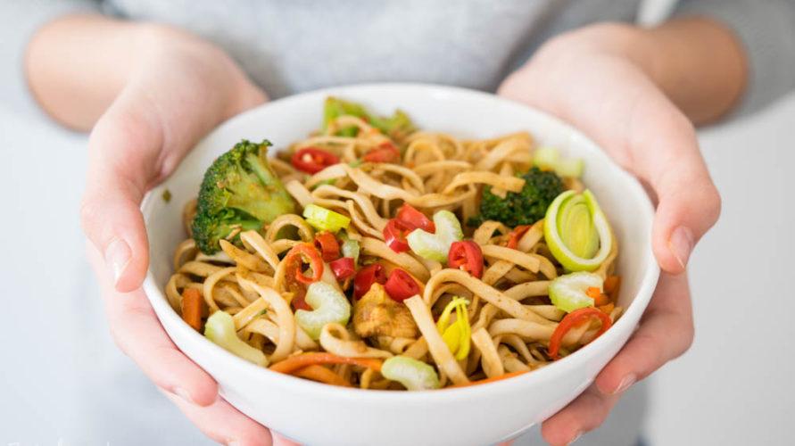 Azjatycki Makaron Z Kurczakiem I Warzywami