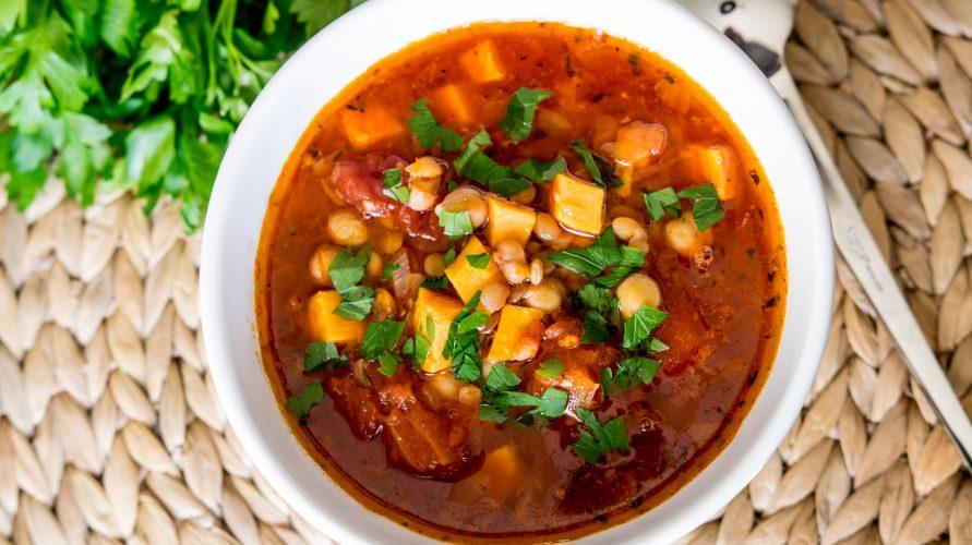 Zupa z ciecierzycą, soczewicą i batatem