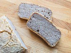 chleb z kaszy grycznanej, wody i soli