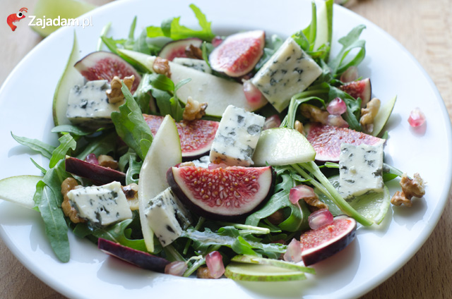 salatka-rucola-gruszka-orzechy-ser-lazur