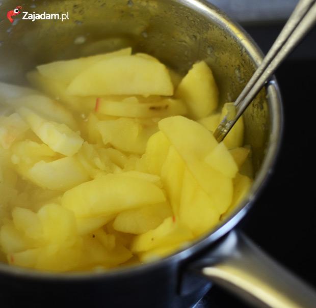 Szarlotka na kruchym cieście - duszone jabłka